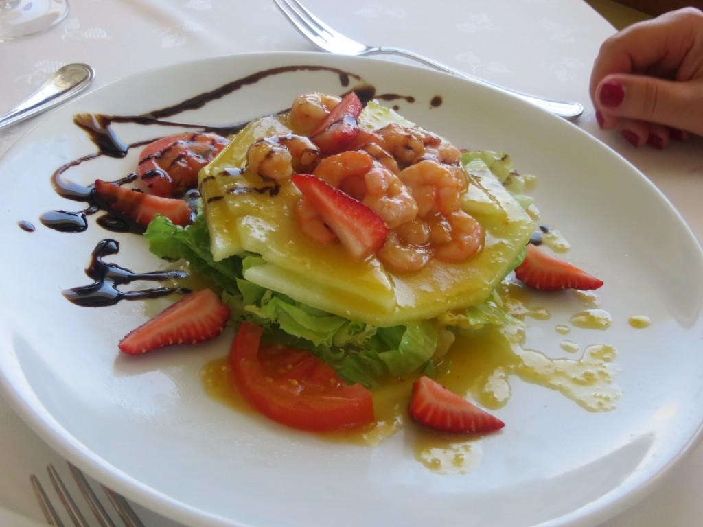 ensalada de melón con fresones y gambas