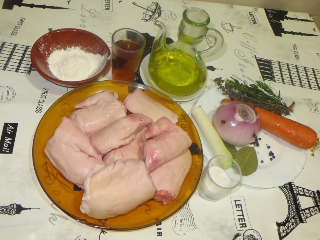 ingredientes cocción de los pies de cerdo