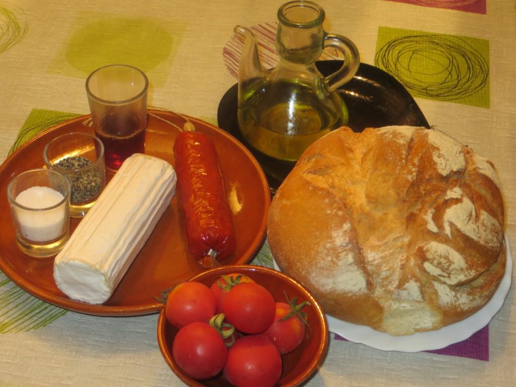 ingredientes del canapé de sobrasada con miel y queso de cabra
