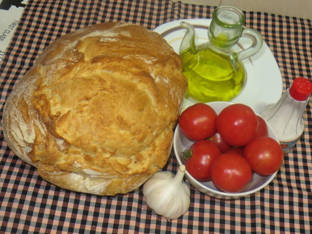 ingredientes para realizar el pan con tomate