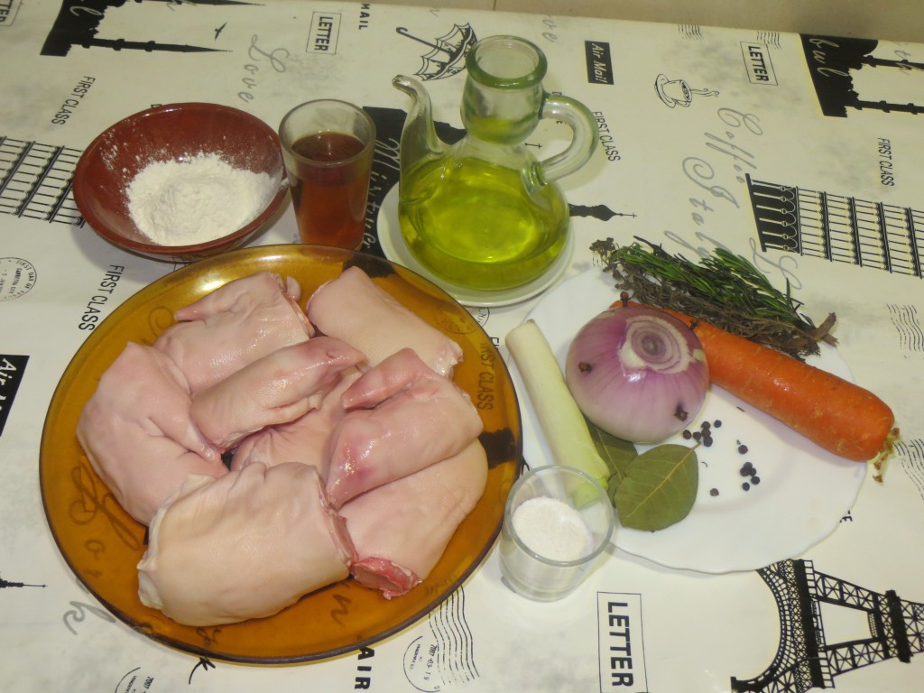 ingredientes pies de cerdo con moscatel