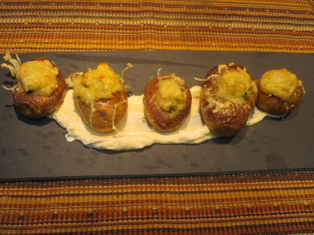 aperitivo patatas rellenas de bacalao