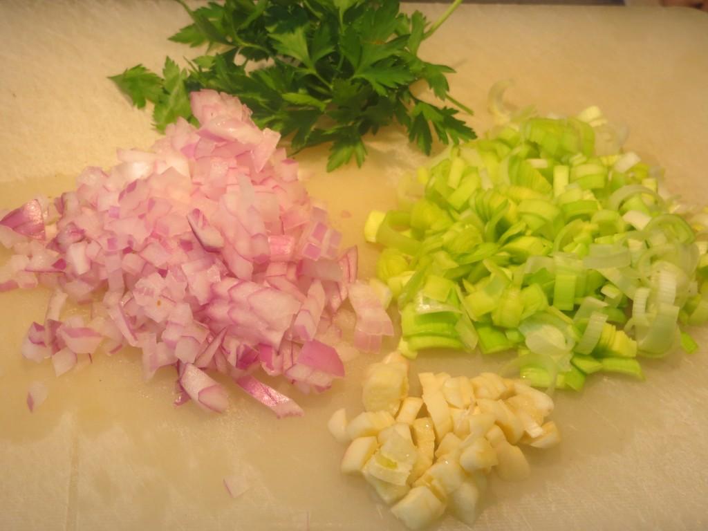 ajos, puerro y cebolla  cortados