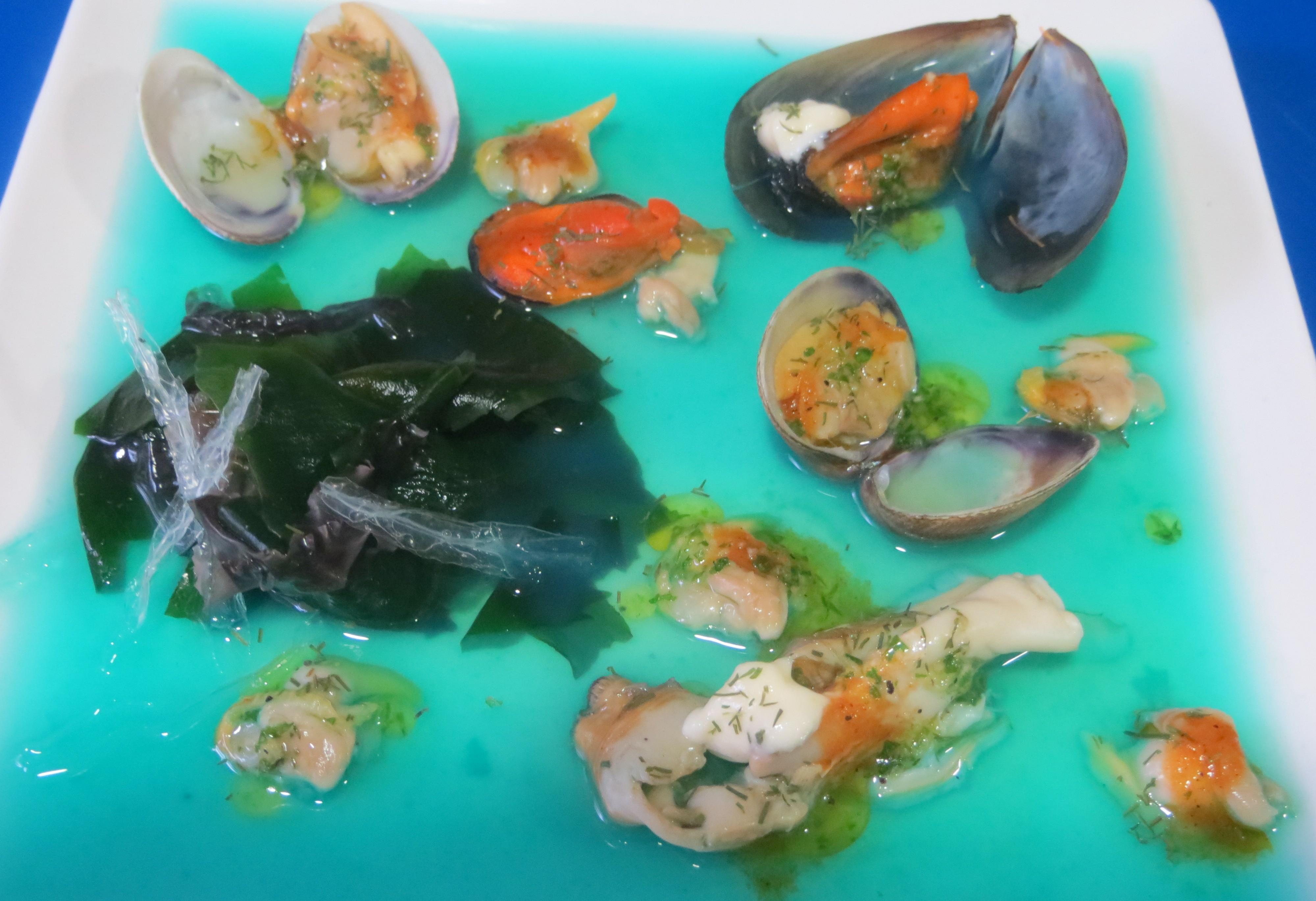 aperitivo de algas y frutos del mar