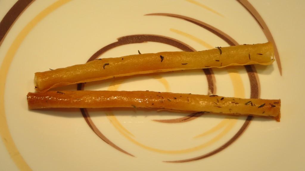 canutos crujientes de pasta brisa con tomillo
