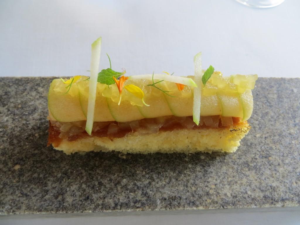 tarta de manzana embebida en Gin Nordés