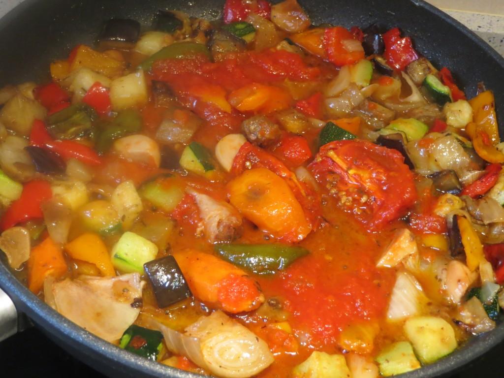 tomate incorporado al sofrito de verduras