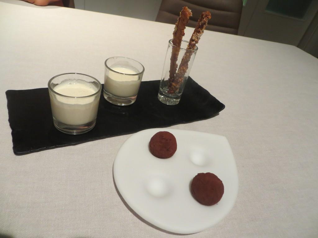 chopito, coca de chicharrones y  trufa de mojito
