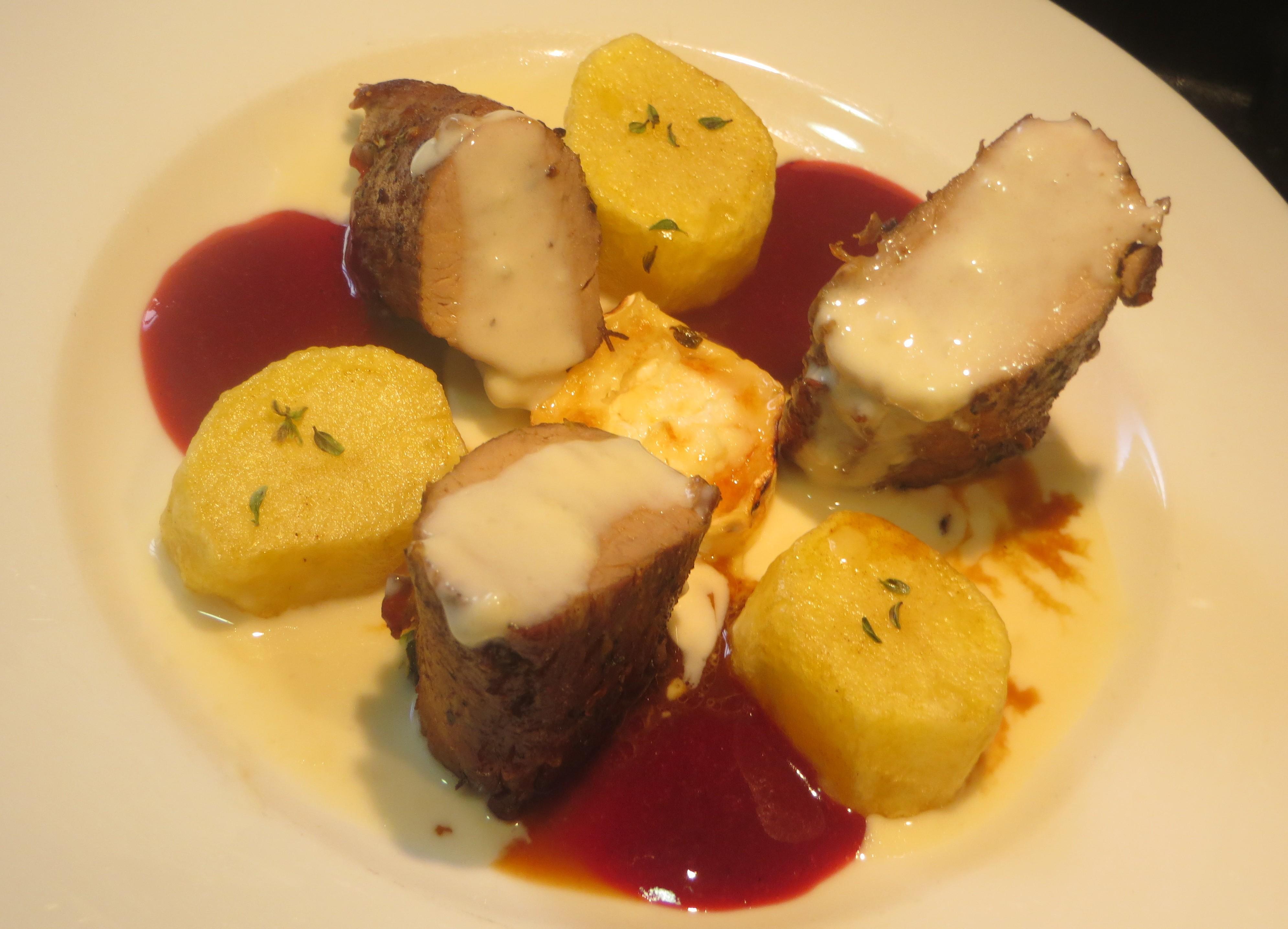 solomillo de cerdo ibérico con dos salsas