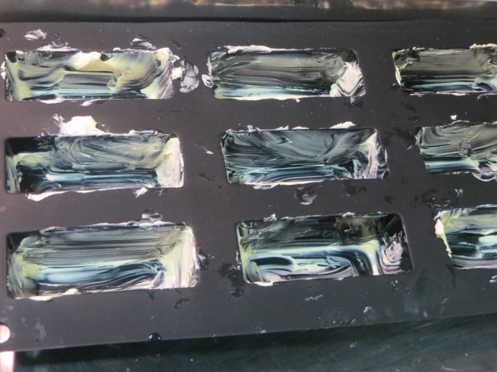 molde para el pastel de salmón untado de mantequilla