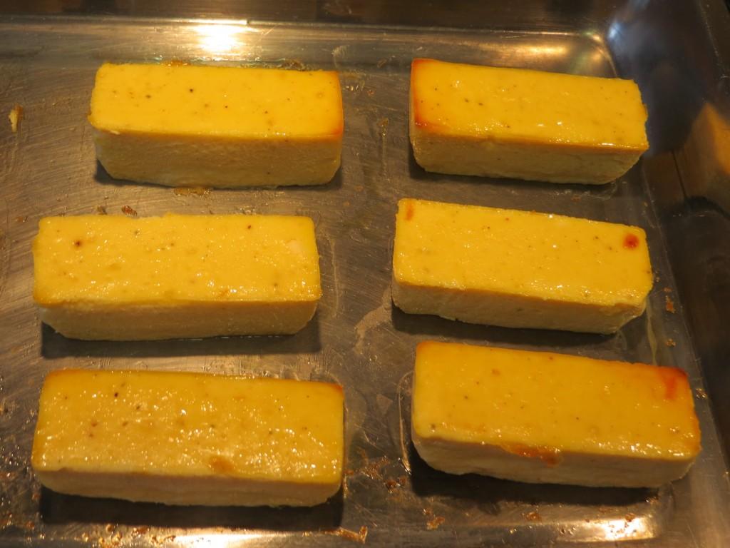 pasteles de salmón fuera de los moldes
