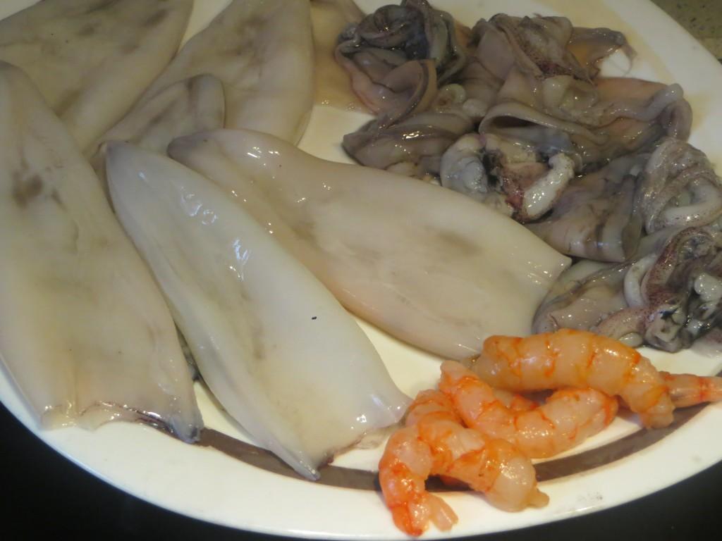 calamares y gambas acabados de limpiar