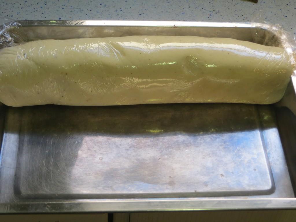 rollo de patata relleno de carne acabado de enrollar