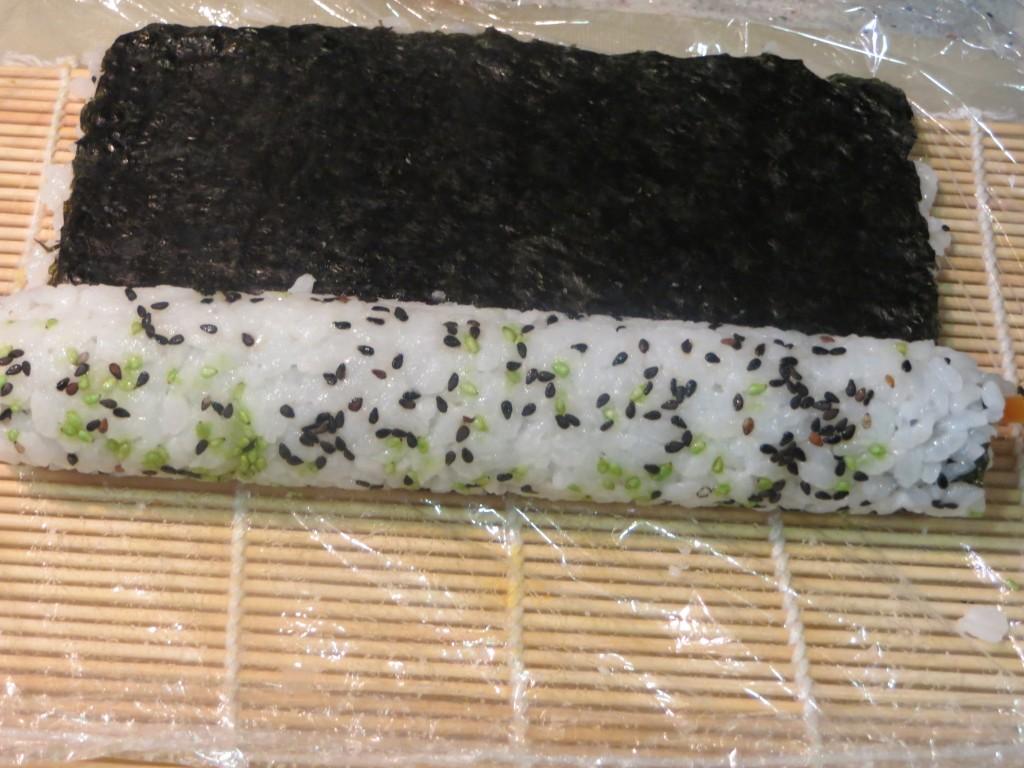 enrollado del uramaki sushi