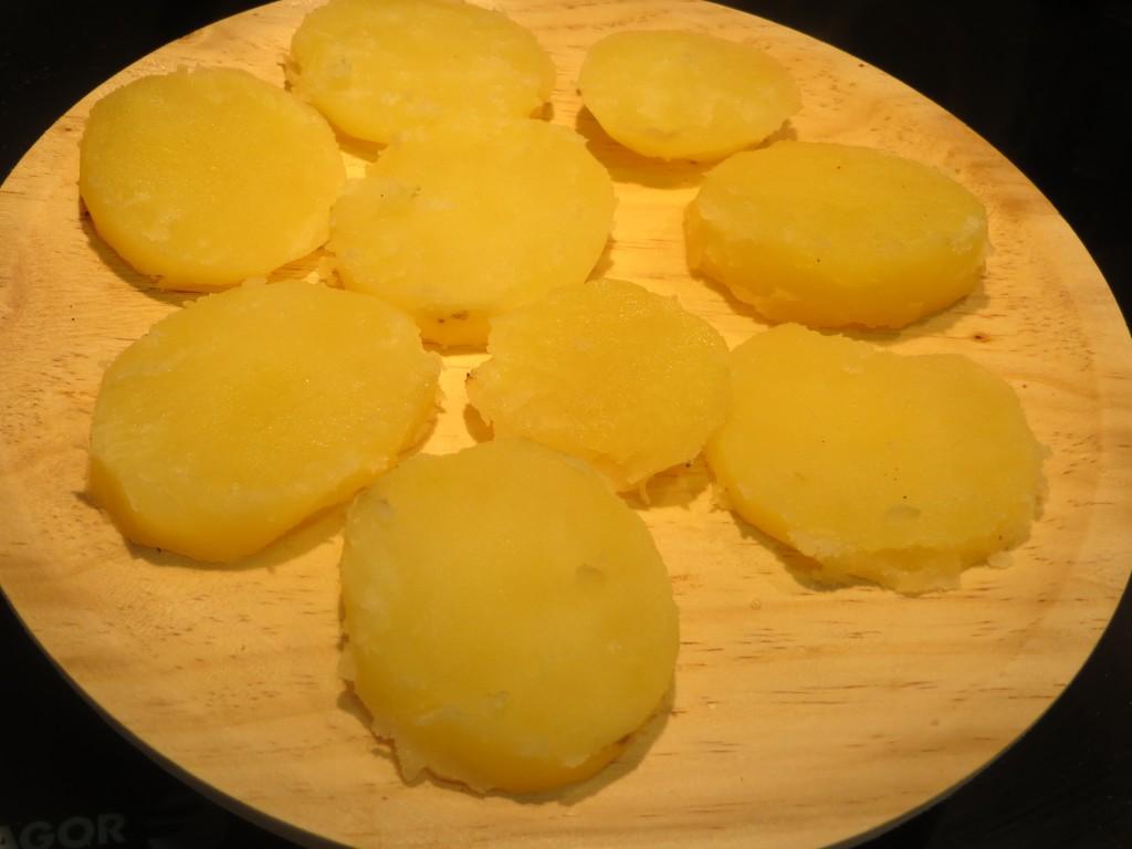 patata cocida cortada a rodajas