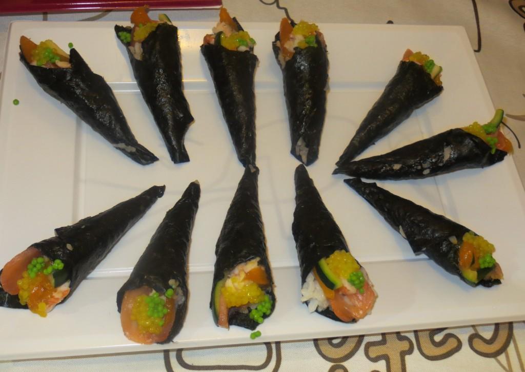 cono de salmón con langostino, mango y calabacín