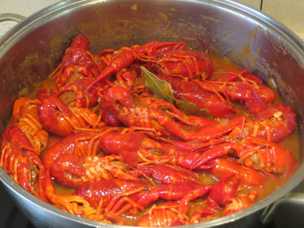 cangrejos de río en salsa acabados