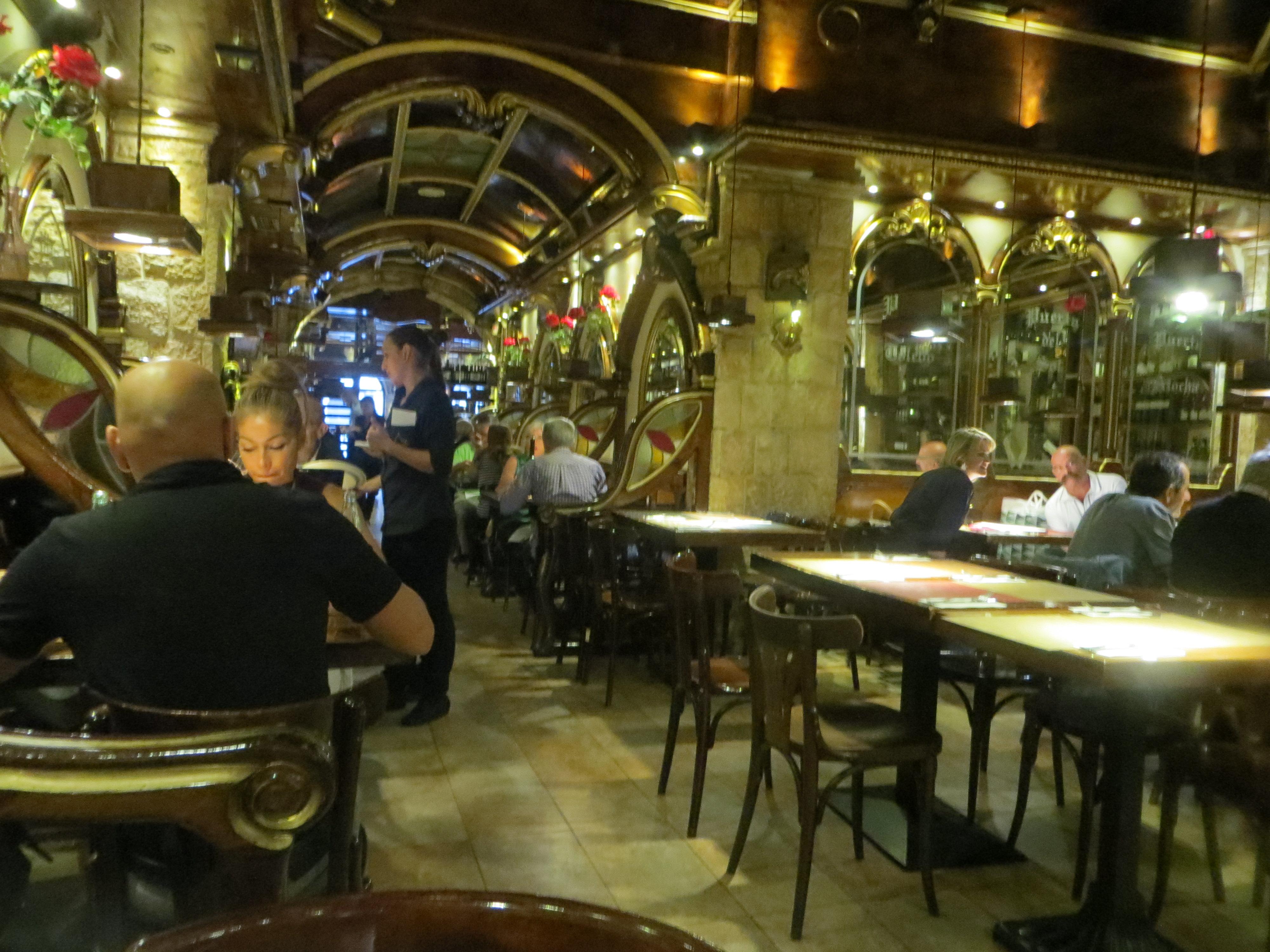 foto del interior de la sala de abajo