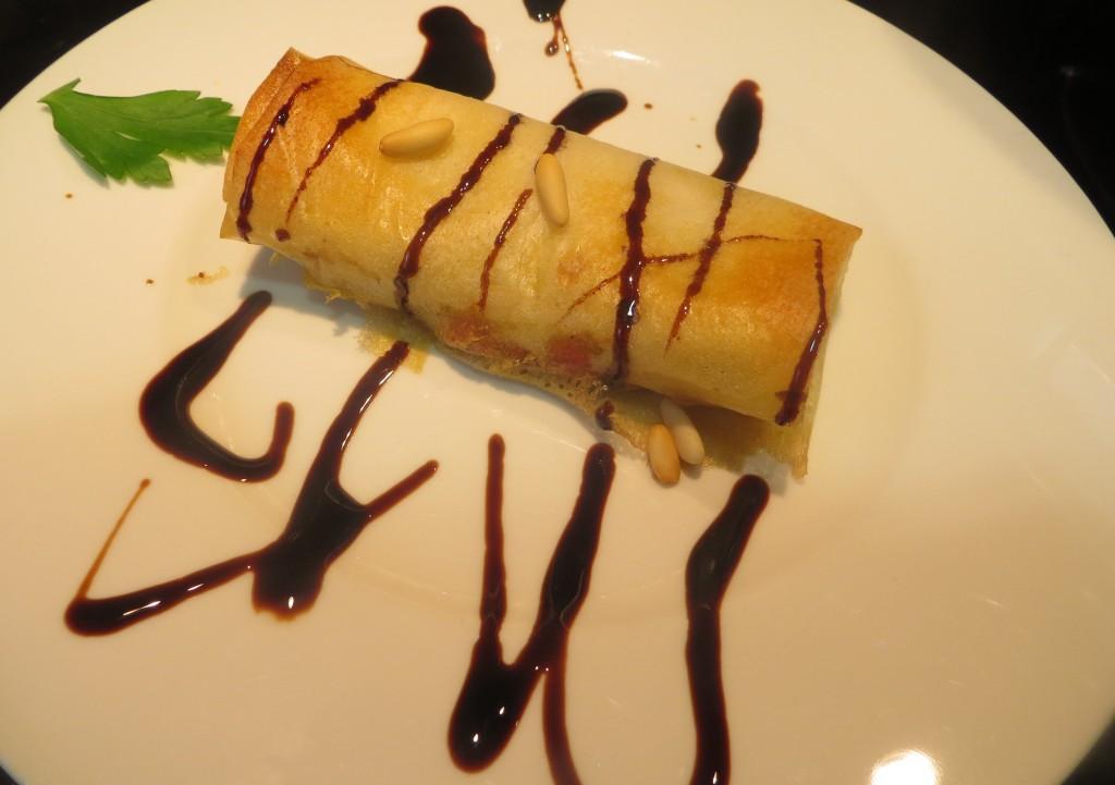 rollito de boeltus, foie micuit y manzana