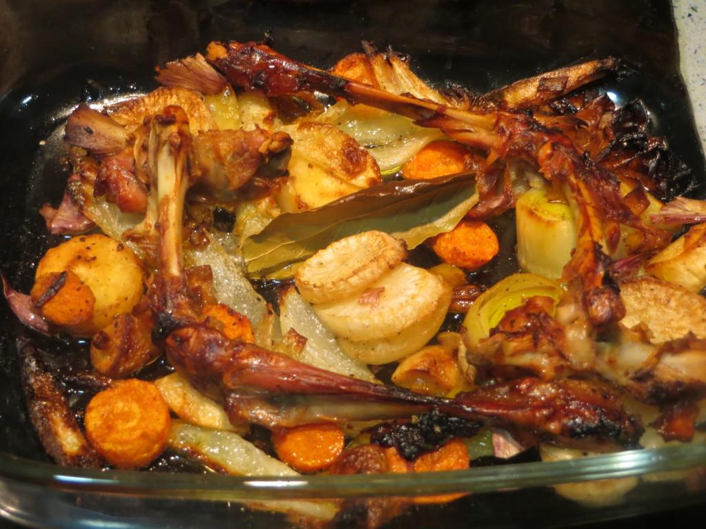 verduras y huesos acabados de asar