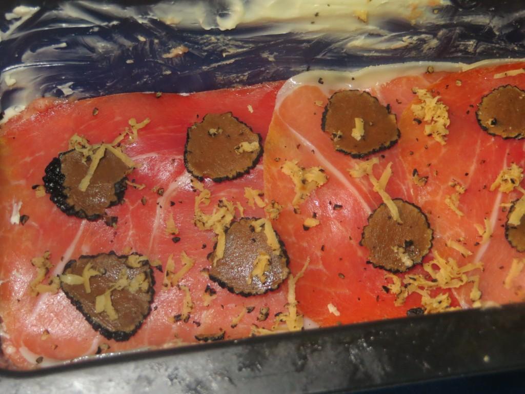 capa de jamón y láminas de trufa