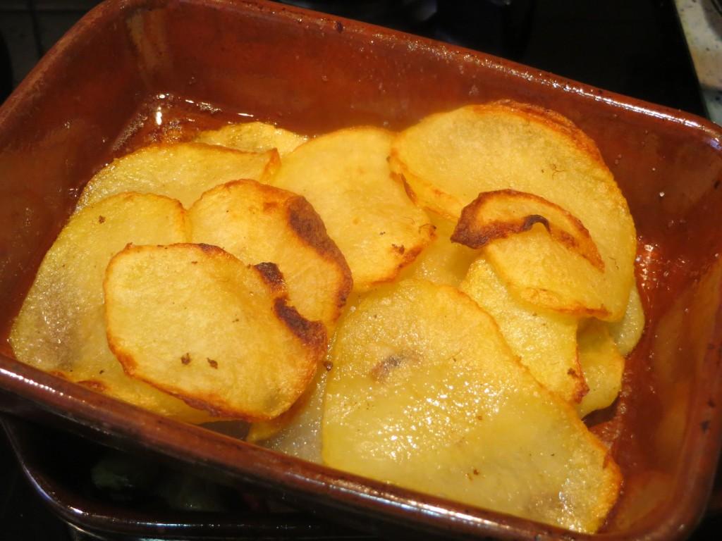 rodajas de patata acabadas de hornear