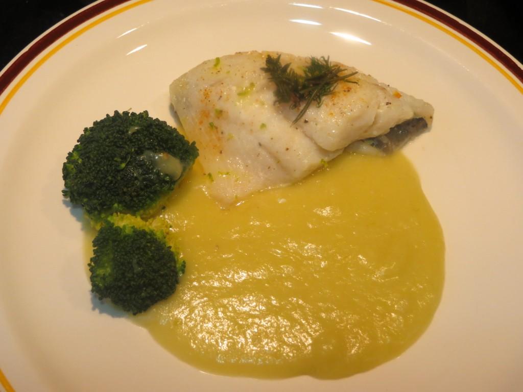 pez de San Pedro al horno con salsa de ajetes y limón
