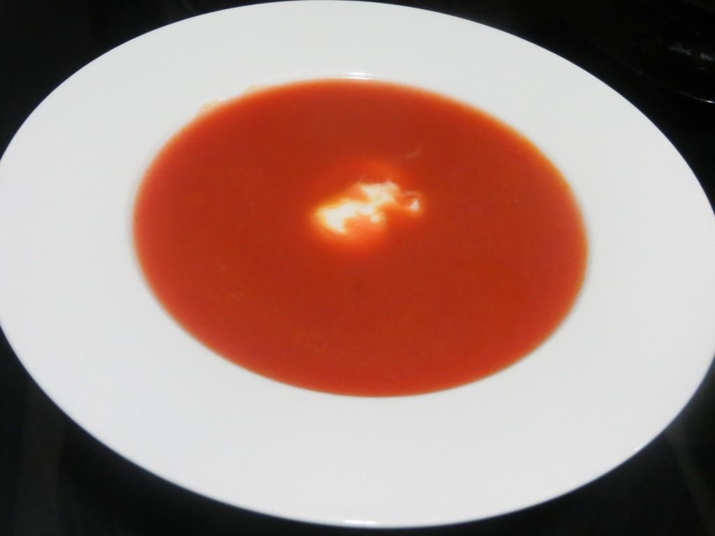 yogur cremoso de limón incorporado a la sopa borsch