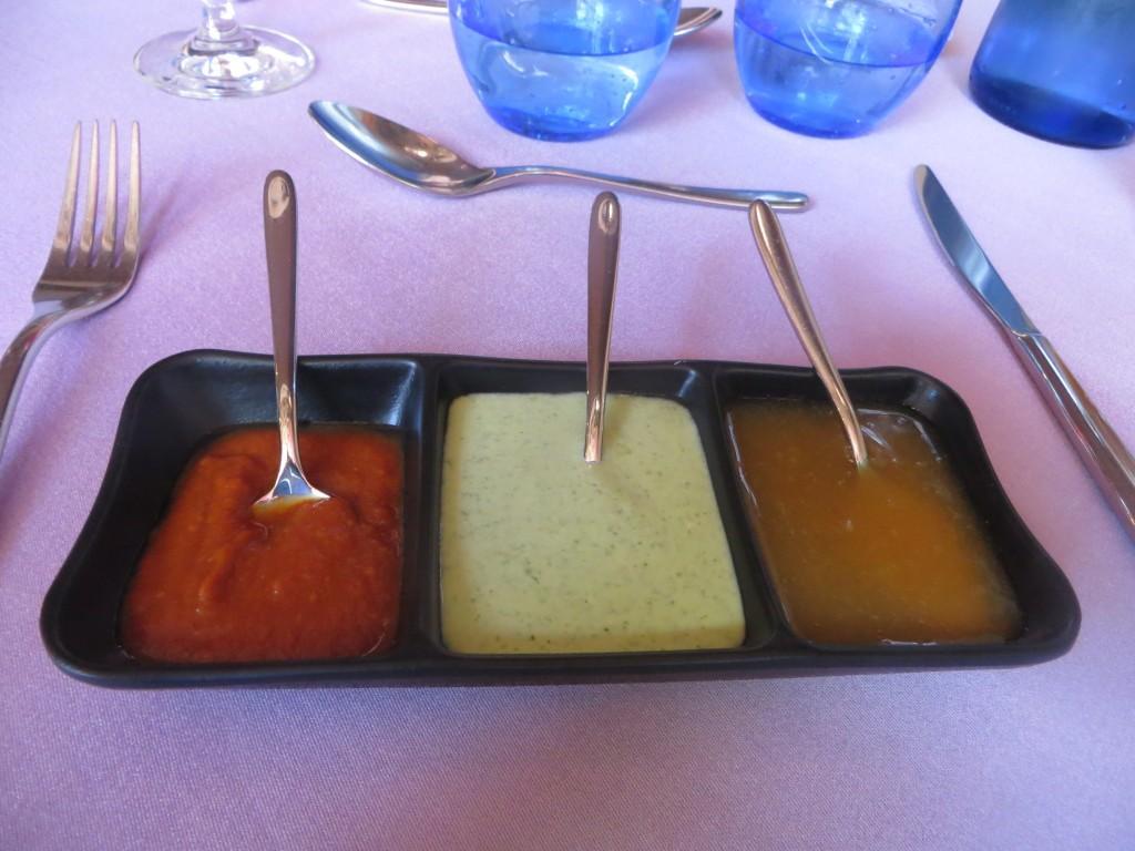 bandeja con tres salsas