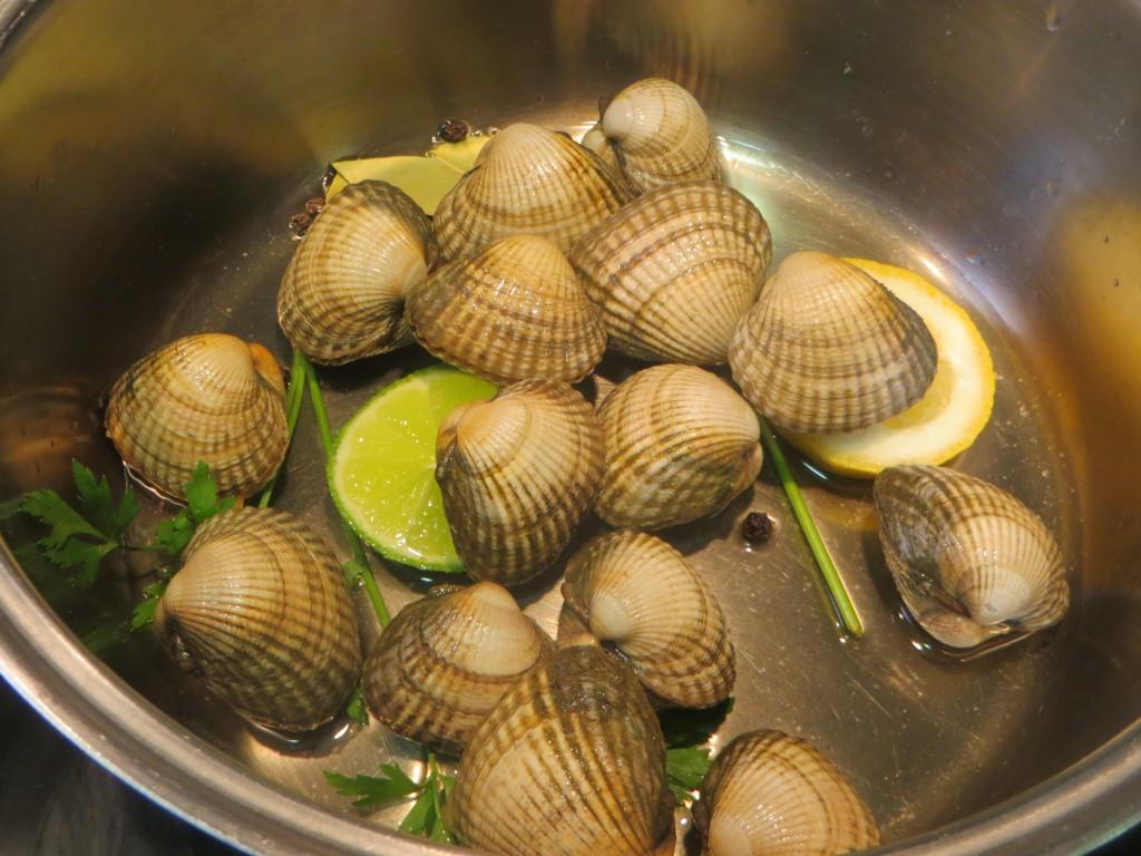 berberechos incorporados al resto de ingredientes