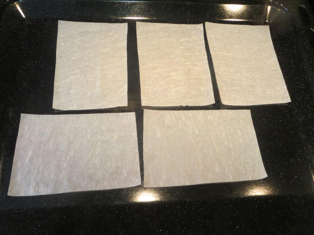 placas de pasta filo a punto de hornear