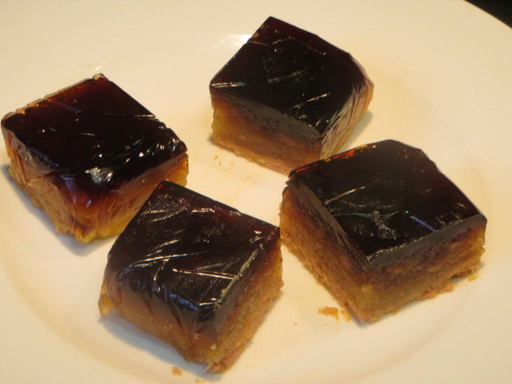 bombones de foie cortado en forma cuadrangular