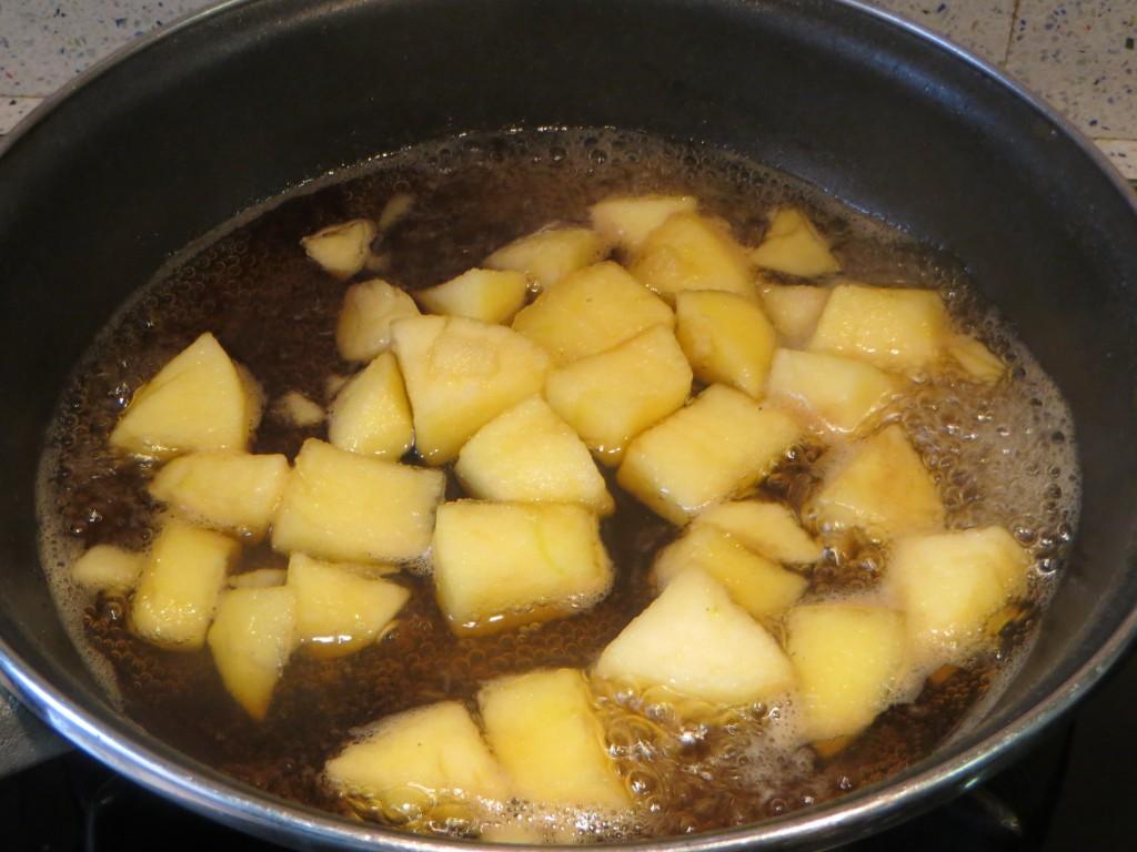 dados de manzana en el jarabe de azúcar de caña