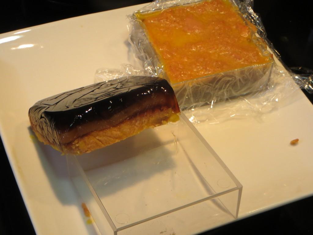 pieza de bombón de foie fuera del molde y del papel film