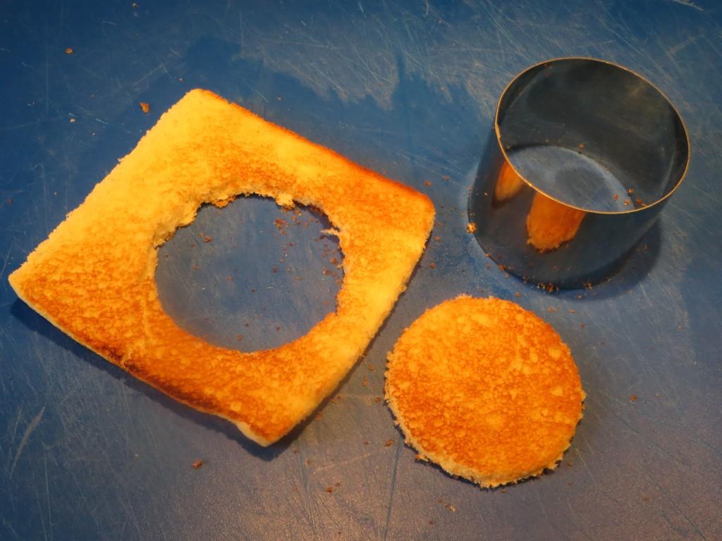 rebanada de pan de molde tostada y cortada