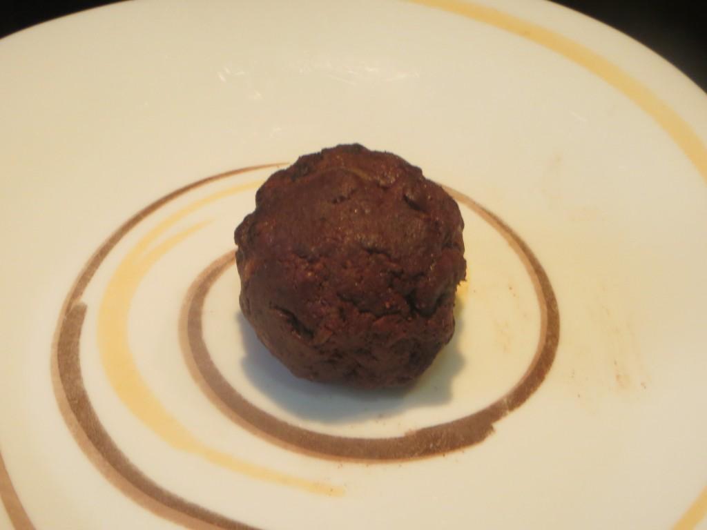 esfera de morcilla rellena de pulpa de manzana asada