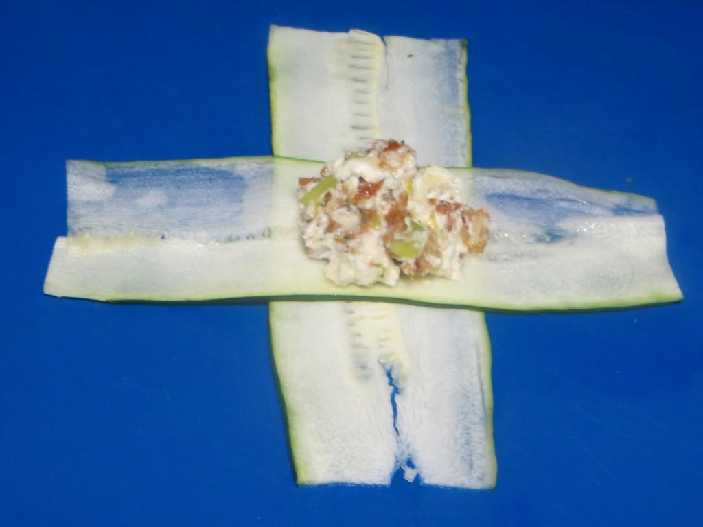 farsa depositada sobre el centro de las láminas en cruz