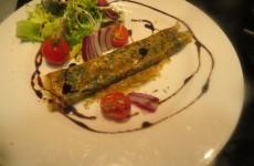 tortilla fina de perejil, cilantro y curry